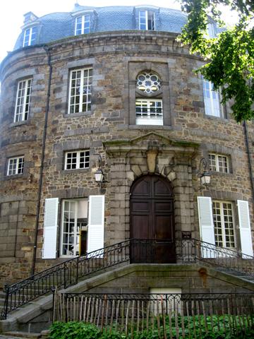 Maison du 17e si cle fardel rue 34 saint brieuc monument - Code postal cesson ...
